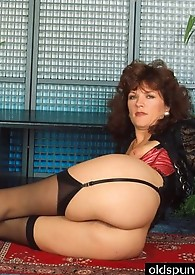 Hot mama in garter belt shows hairy pussy for fun