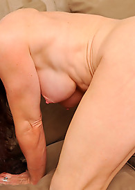 Anilos red head tortures her pussy with the magic wand toy from behind